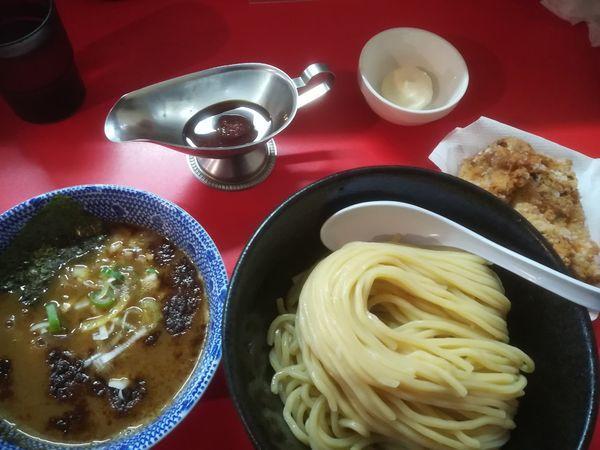 「つけ麺 カレールー付き(大盛)+魚雷の唐あげ(2個)」@つけ麺魚雷の写真