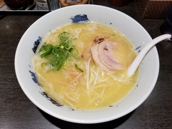 「濃厚鶏そば+替玉(900円)」@自家製麺 鶏そば 三歩一の写真