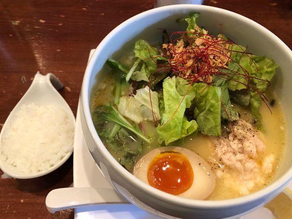 「名物鶏白湯塩そば」@鶏白湯麺 蔭山 高田馬場店の写真