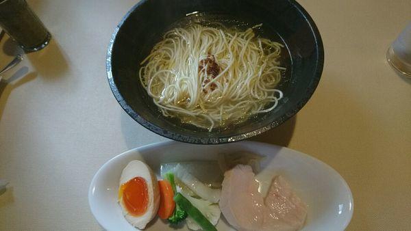 「基本の塩スープ麺_900円」@Aux Gourmands(オー・グルマン)の写真