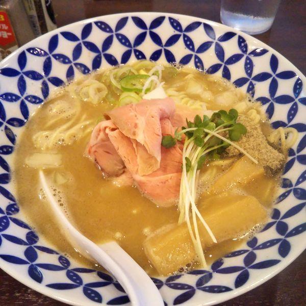 「濃厚煮干し鶏白湯」@麺場ニ寅 川越店の写真