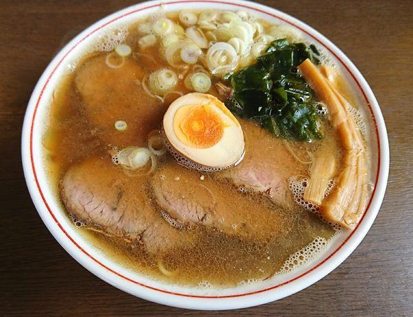 「煮干しチャーシュー麺(980円)」@ラーメン 育元 吉見店の写真