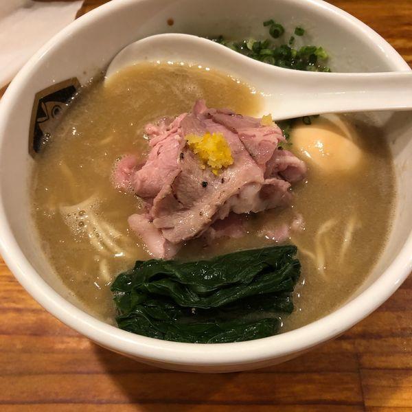 「濃厚真鯛ラーメン 味玉」@真鯛らーめん 麺魚の写真