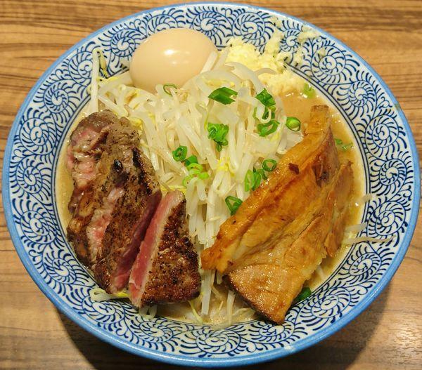 「ミニらーめん+牛ステーキ+半熟煮玉子」@ラーメン燈郎の写真