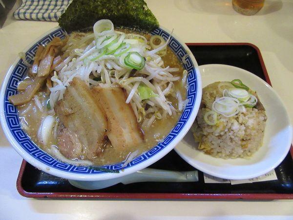 「味噌野菜ラーメン(950円)+半チャーハン280円」@麺屋ゆうの写真