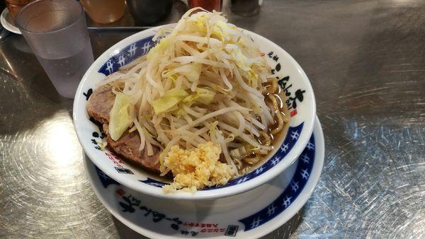「らーめん 700円 野菜増 にんにく」@ラーメン大 下高井戸店の写真