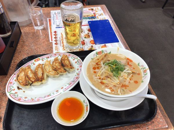 「王将ラーメン、餃子、生ビール」@餃子の王将 東大成店の写真