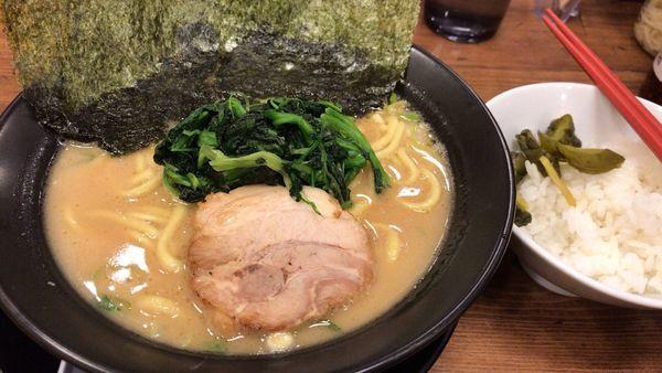 「豚骨醤油ラーメン」@横浜家系ラーメン 武骨家 恵比寿店の写真