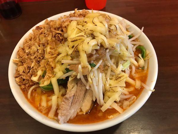 「辛いラーメン300g+チーズ+揚げネギ」@龍麺 ふえ郎の写真