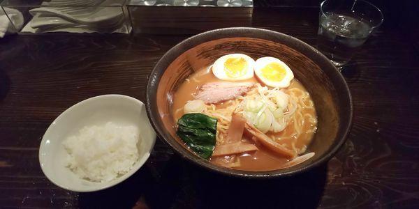 「ラーメン+味玉、サービスライス」@天虎の写真
