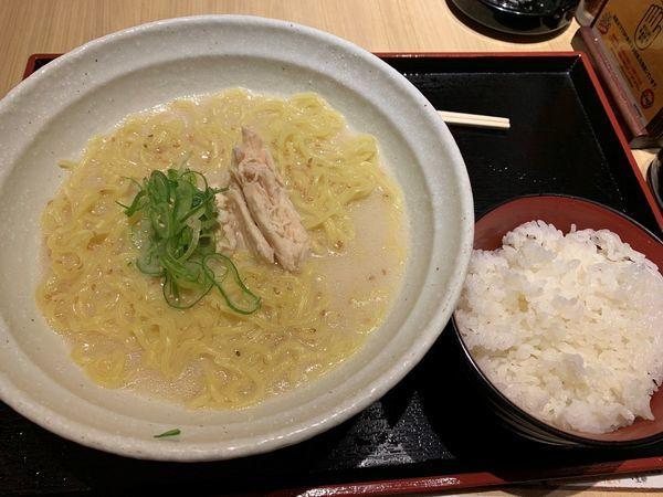 「鶏パイタン麺(サービス麺大盛無料+ご飯)」@水炊き・焼鳥 とりいちず 錦糸町店の写真