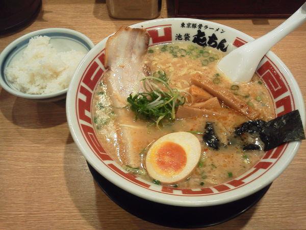 「東京豚骨ラーメン並 680円」@屯ちん 新宿店の写真