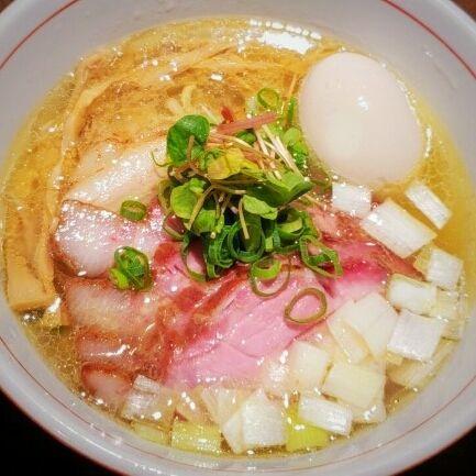 「虎徹そば(塩味・手もみ麺)780円+釜焼きチャーシュー他」@麺や 虎徹の写真