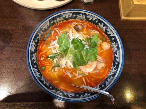 「トムヤムラーメン(海老、中華麺)」@ティーヌン 西早稲田本店の写真