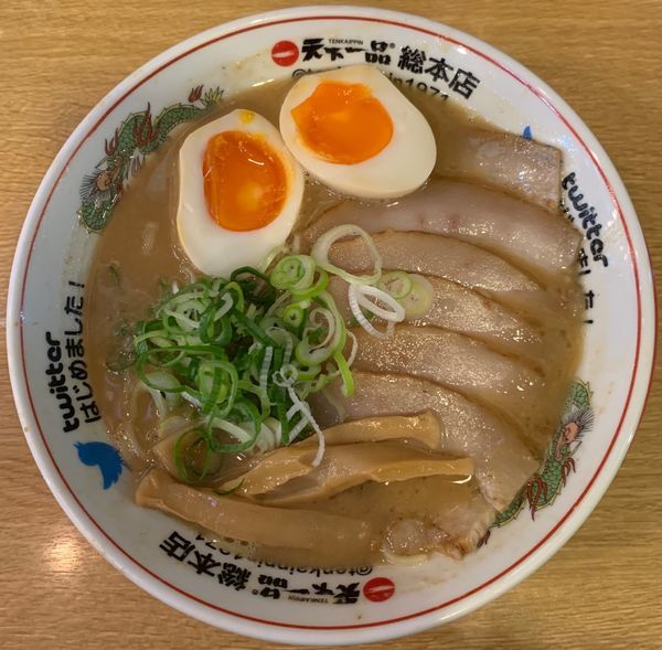 「味付煮卵豚トロチャーシューメン」@天下一品 総本店の写真