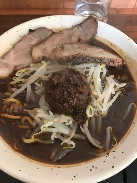 「濃厚黒味噌麺(大盛り)+焼豚」@丹行味素 北新横浜本店の写真