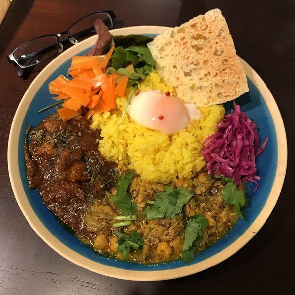 「2種あいがけ+パリパリチーズ・温泉卵」@Spice Curry & Cafe scentの写真