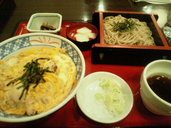 「親子丼とミニ蕎麦セット 800円」@そば処 丸松の写真