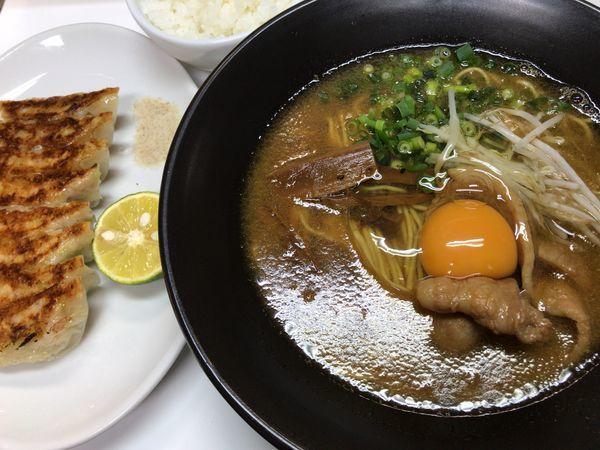 「濃厚徳島ラーメン+ライス(小)+徳島餃子」@ラーメン東大 大道本店の写真