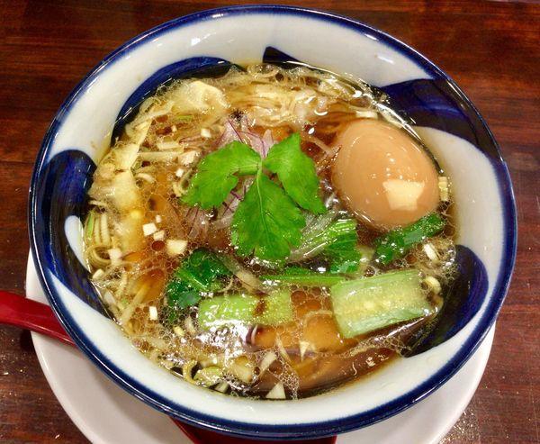 「淡麗昊醤油麺 with 煮たまご」@麺屋昊鶏の写真