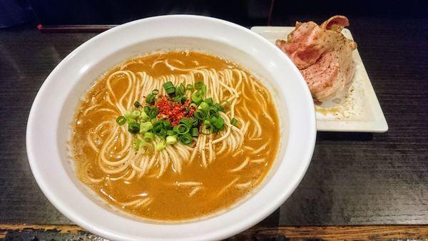 「海老の辛味噌そば+肉増し」@灰汁中華 丿貫 福富町本店の写真