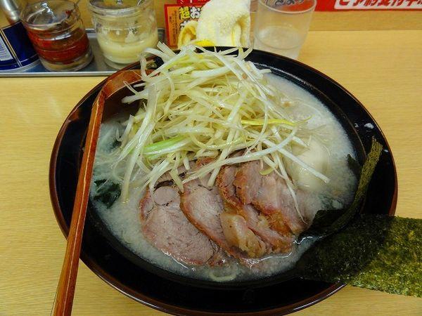 「ネギ塩チャーシュー麺900円 麺硬め/アブラ多め」@ラーメン青木亭 越谷店の写真