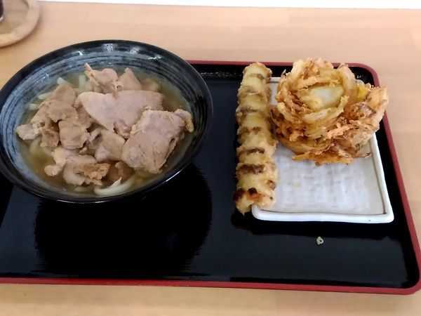 「肉うどん(小)490円+かき揚げ120円+ちくわ天80円」@喜八郎の写真