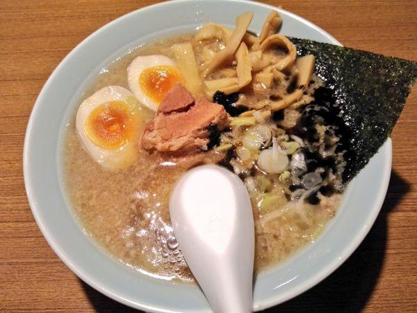 「豚骨醤油らー麺 スペシャル」@丸麺屋製作所の写真