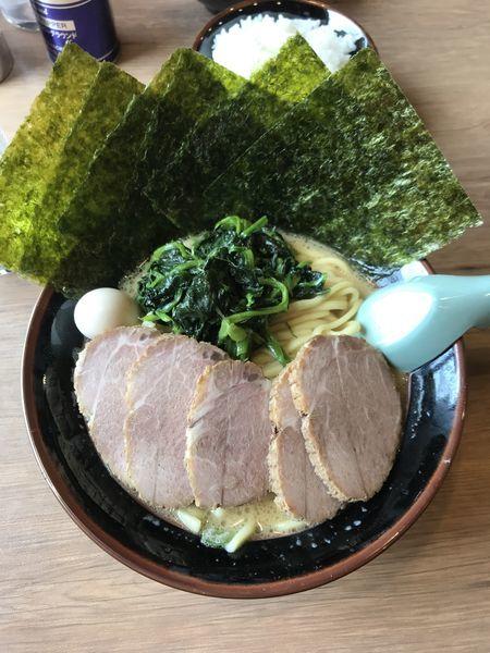 「醤油チャーシュー麺(海苔増し ほうれん草増し)」@横浜家系ラーメン 沼田家の写真