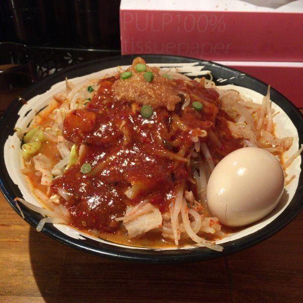 「味玉どて辛めん 野菜増し バラ肉倍増」@どてちん 習志野店の写真