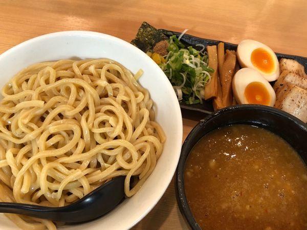 「超濃厚魚介豚骨つけ麺」@ラーメン 春樹 多摩カリヨン館店の写真
