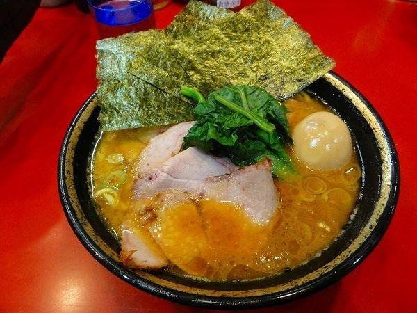 「中盛チャーシュー麺970円 煮卵40円 麺硬め」@家系総本山 吉村家の写真