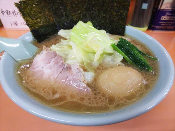 「キャベツラーメン+半熟味付けたまご900円」@梅浜亭の写真