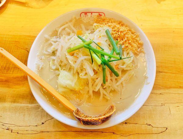 「野菜たっぷりラーメン」@九十九とんこつラーメン 恵比寿本店の写真
