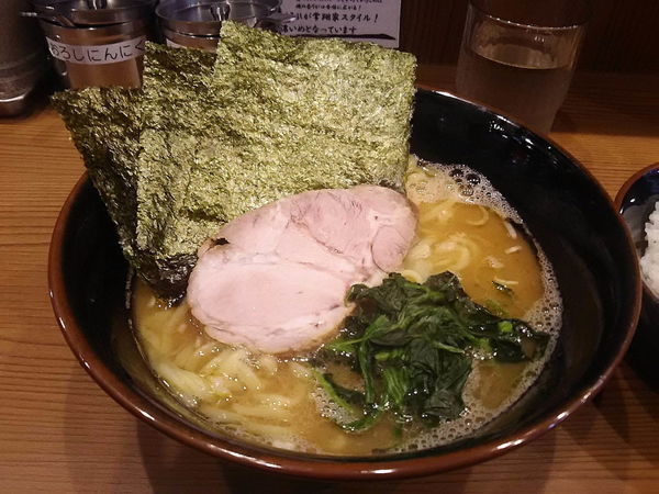 「ラーメン+中ライス680円」@横浜らーめん 二代目 常翔家の写真