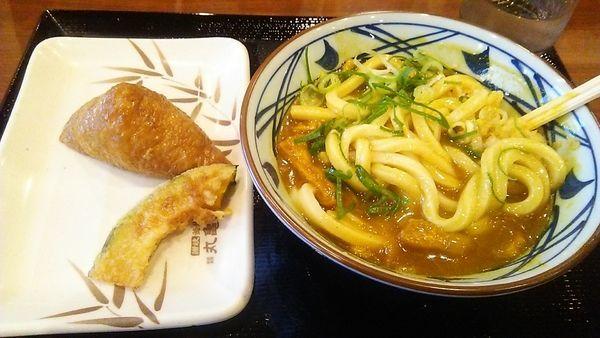 「カレーうどん(並) 490円 + いなり 100円」@丸亀製麺 足立加平店の写真