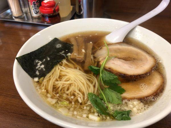 「らーめん(醤油味)700円 焼餃子5ヶ 400円」@麺 こむさしの写真