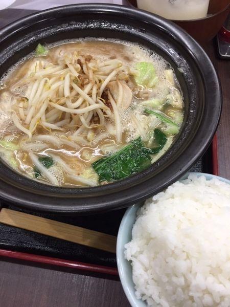 「豚骨醤油ラーメン820円 どっさりモヤシ20円 無料ライス」@せんじゅ 麺処 猪太の写真