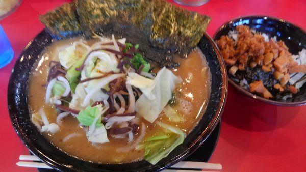 「中ラーメン、温野菜、チャーシュー丼、柔らか目味濃い目」@家系ラーメン王道 王道之印の写真