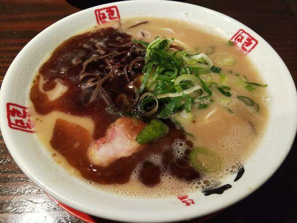 「本黒味 :バリかた +替玉:粉おとし」@きまぐれ八兵衛の写真
