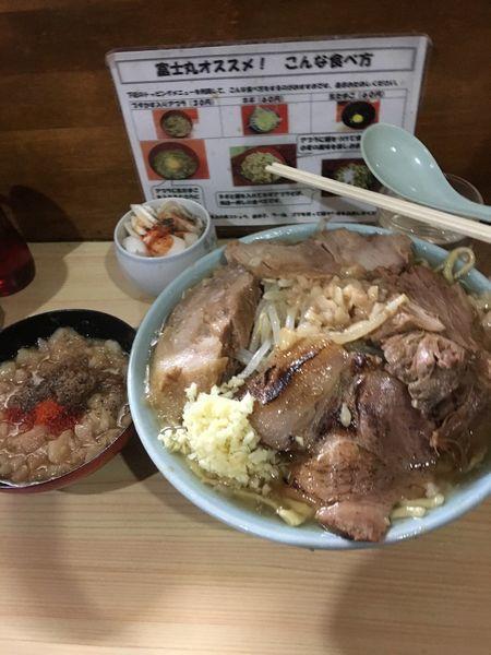 「国産豚麺 別皿アブラ ネギ」@ラーメン富士丸 明治通り都電梶原店の写真