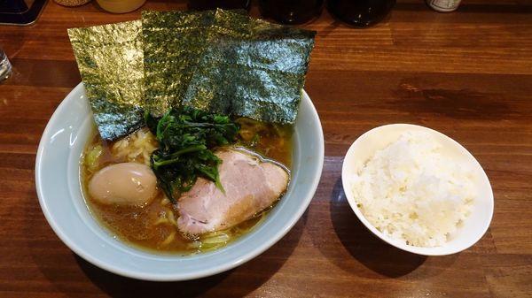 「ラーメン(720円)+味付け卵(100円)+半ライス」@横浜家系 せいせき家の写真