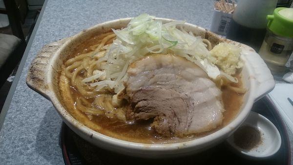 「限定味噌煮込み・大(ヤサイマシ)¥1030」@ラーメン宮郎の写真