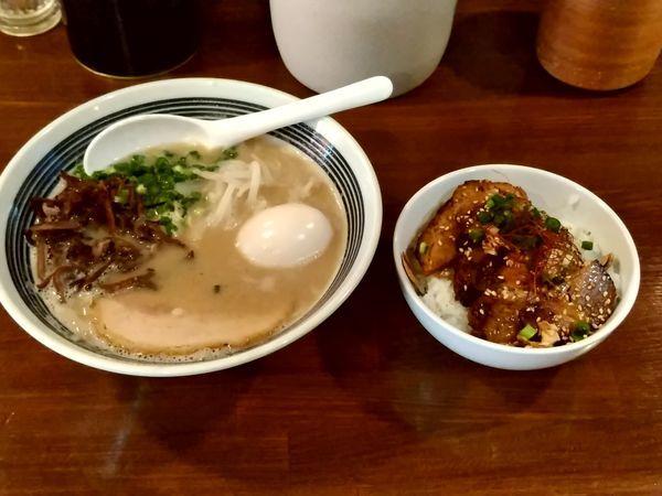 「豚骨ラーメン(105g)690円+炙りチャーシュー丼300円」@豚骨 アンテナヌードルズの写真