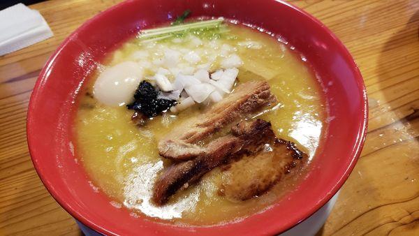 「鶏白湯味玉チャーシュー麺」@らーめん工房 りょう花 松前店の写真