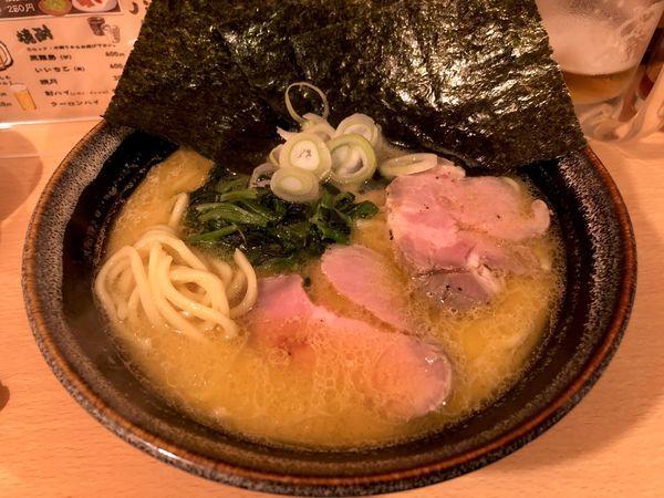 「横浜家系ラーメン(700円)」@ご当地ラーメン 巡の写真