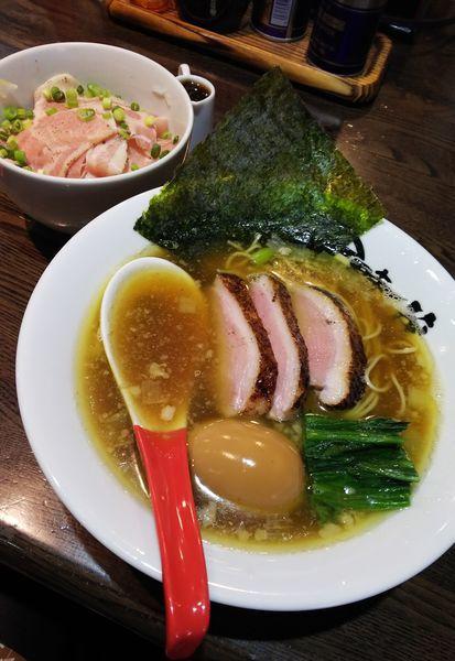 「鴨煮干し醤油+レアチャーシュー丼」@麺屋 時茂 西川口店の写真