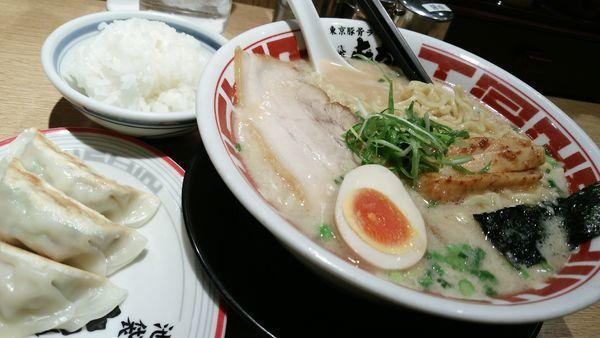 「ラーメン大盛餃子定食セット」@屯ちん 川崎店の写真