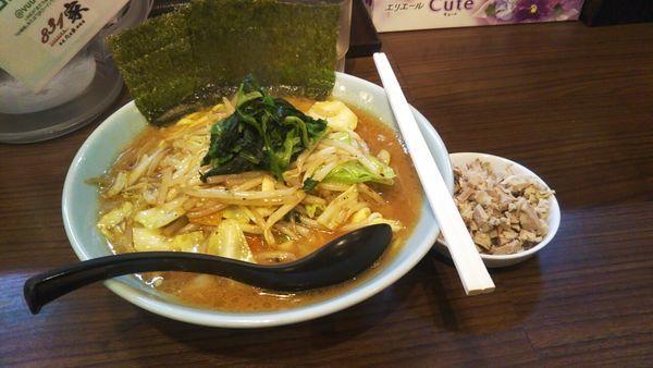 「831家らーめん(太麺)+ほぐしチャーシュー」@831家 和田店の写真