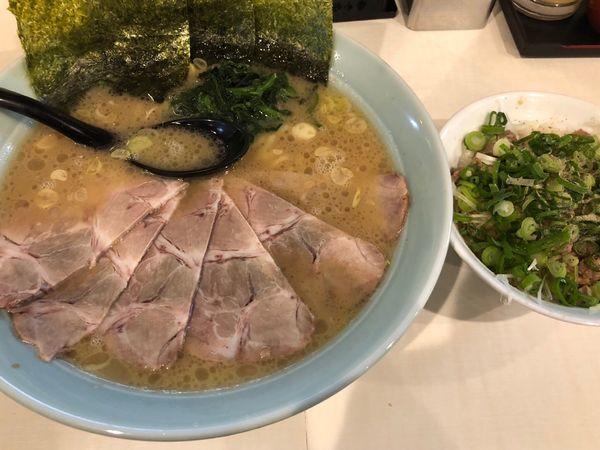 「チャーシュー麺+ネギ飯」@横浜家系ラーメン 府中家の写真
